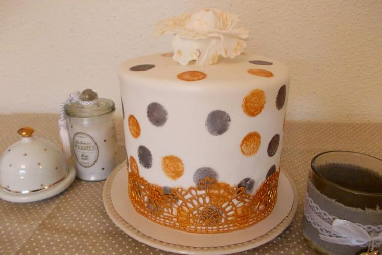 Layer cake pomme, cannelle et caramel au beurre salé