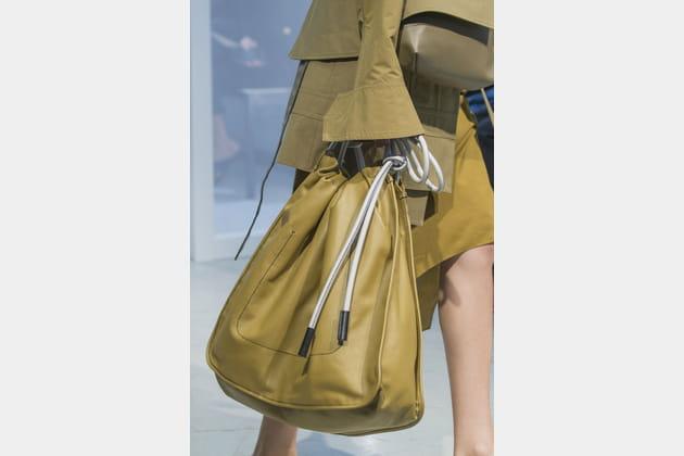 Le sac à main en cuir mou du défilé Marni