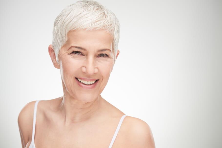 Canitie: subite, précoce, comprendre la pousse des cheveux blancs