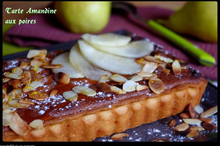 Tarte amandine aux poires, caramel et amandes effilées