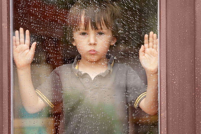 Maltraitance infantile: quels sont les signes, comment réagir?