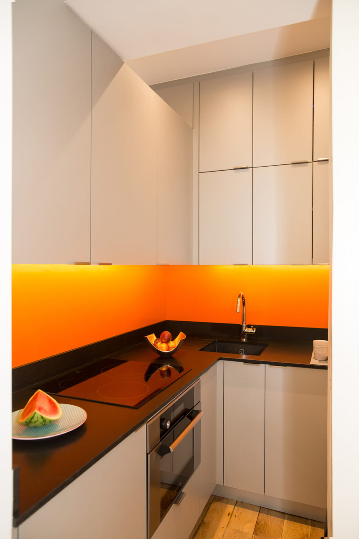 apr s une mini cuisine mais maxi quip e. Black Bedroom Furniture Sets. Home Design Ideas