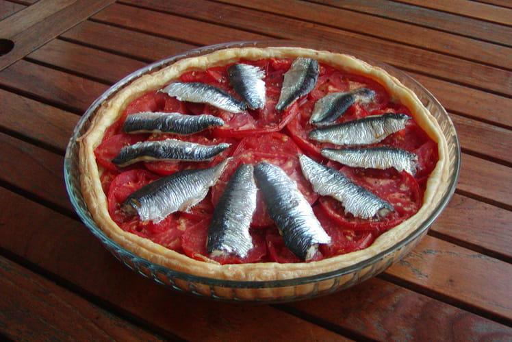 Tarte aux sardines sur lit de tomates