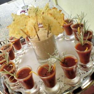 soupe froide de tomates et sucettes au parmesan