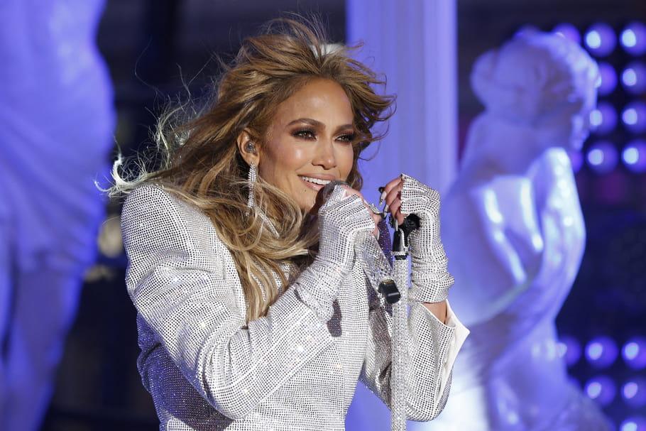 Jennifer Lopez ose la coupe à la garçonne