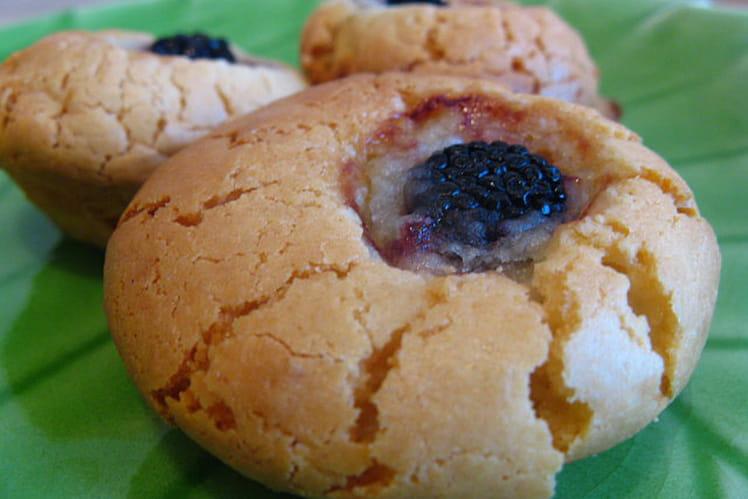Biscuits croquants à la pâte d'amande et aux mûres