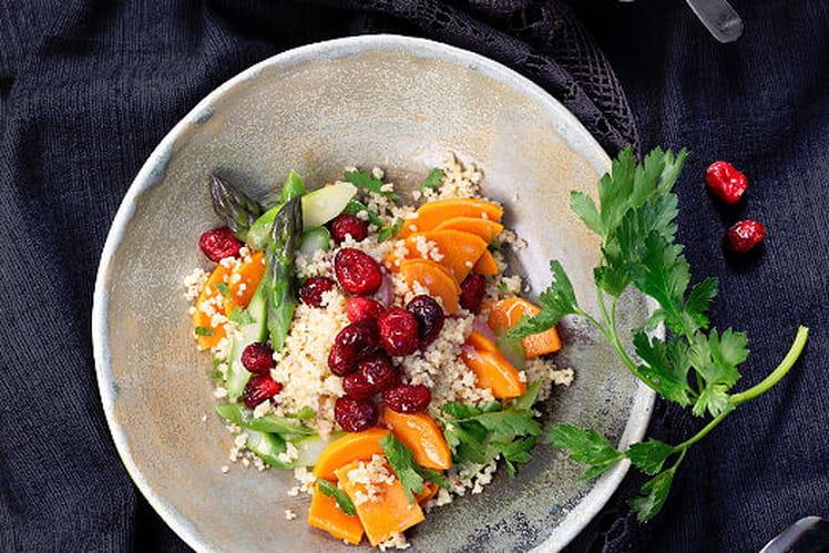 Semoule aux cranberries, aux asperges et aux patates douces