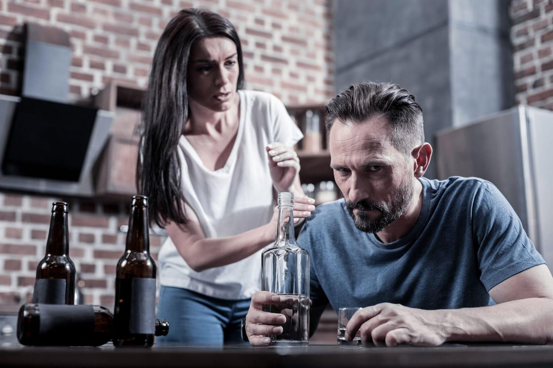 Personne alcoolique: comportement, que faire, comment l'aider?