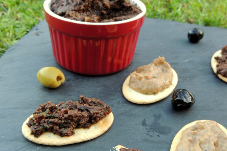 Dips d'olives noires et caviar d'aubergines aux tomates séchées et anchois