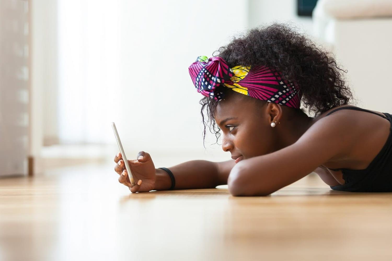 Quels réseaux sociaux ont le plus d'impact sur l'estime de soi des ados?