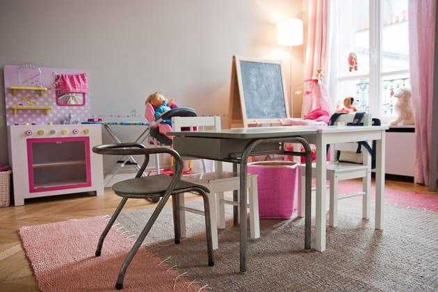 Chambre d'enfant rose et gris