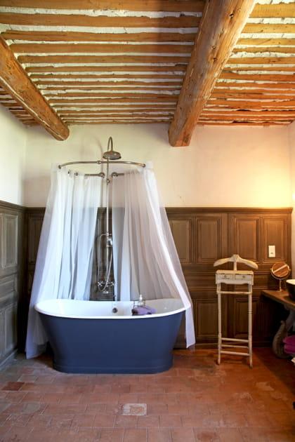 Salle de bains rétro romantique