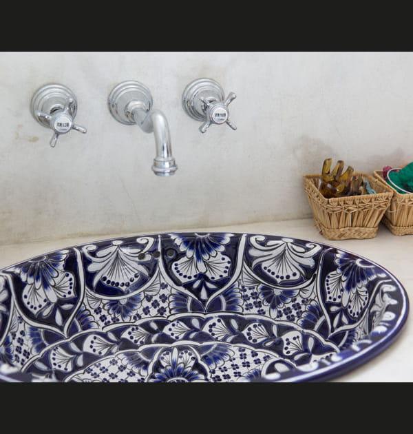Une vasque aux motifs arabisants