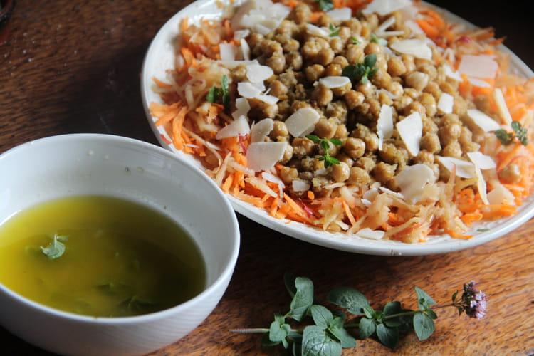 Salade de carottes aux pois chiches rôtis