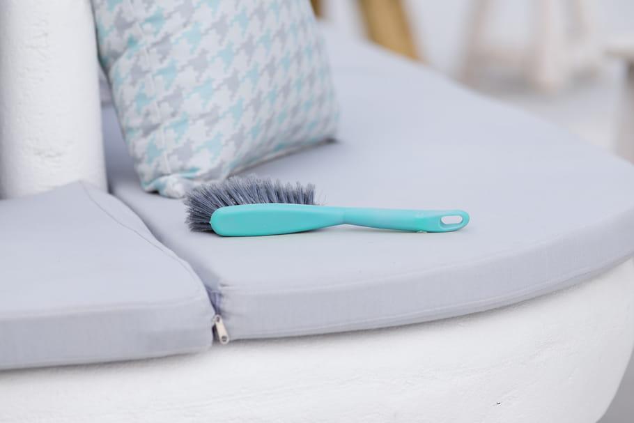 Comment nettoyer les coussins et matelas de son salon de jardin?