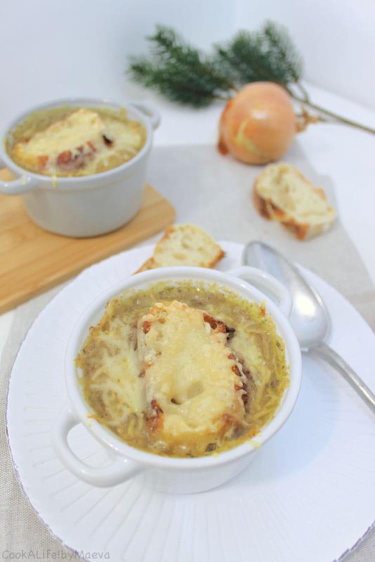recette de soupe l 39 oignon jaune gratin e. Black Bedroom Furniture Sets. Home Design Ideas