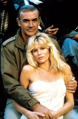 1983, dans ce remake hors série d'opération tonnerre, 007 boit un bloody mary.