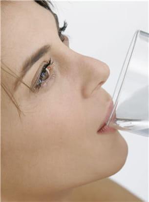 pour contrer les effets indésirables de certains médicaments, buvez davantage