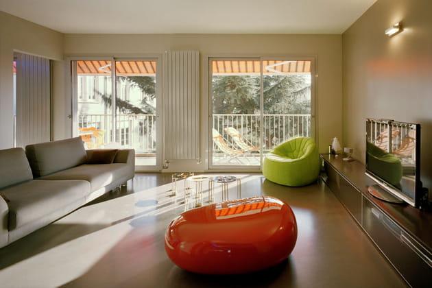 Un salon design et lumineux