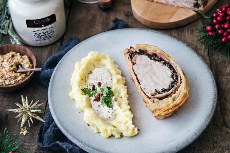Filet mignon en pâte feuilletée, purée de pommes de terre, sauce à la moutarde Clovis