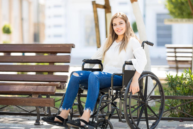 Femme handicapée: travail, santé, aides, association