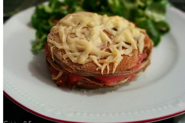 Mille-feuilles de crêpes jambon-fromage