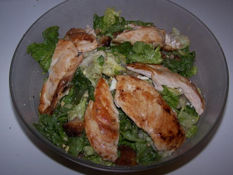 recette de salade aux blancs de poulet la recette facile. Black Bedroom Furniture Sets. Home Design Ideas