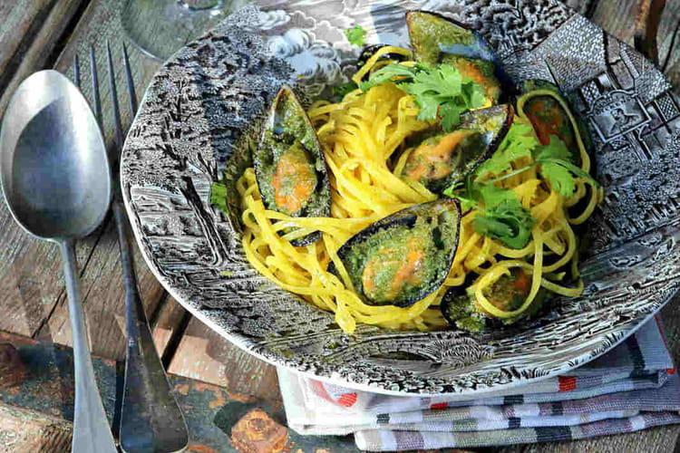 Tagliolini fraîches aux moules farcies au beurre d'ail et persil