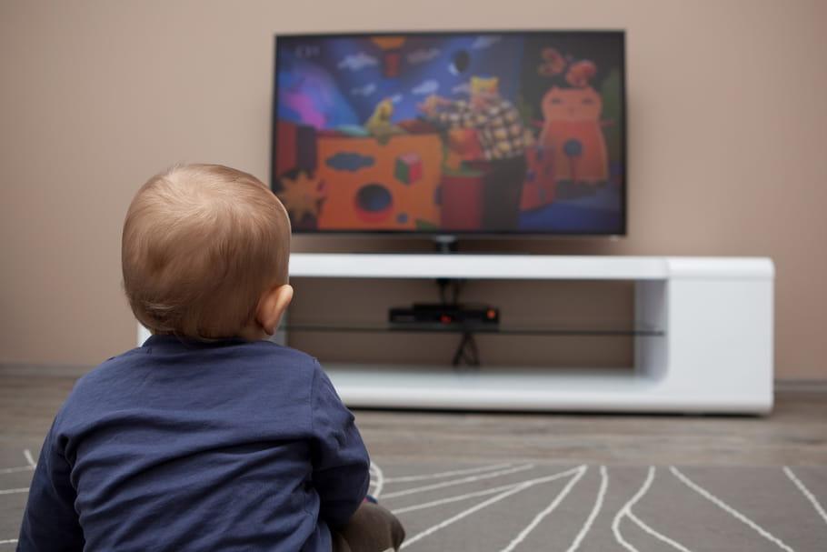 Les bébés accros aux écrans ont plus de risque de surpoids