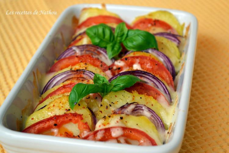 Tian de pommes de terre, tomates et oignons rouges à la mozzarella