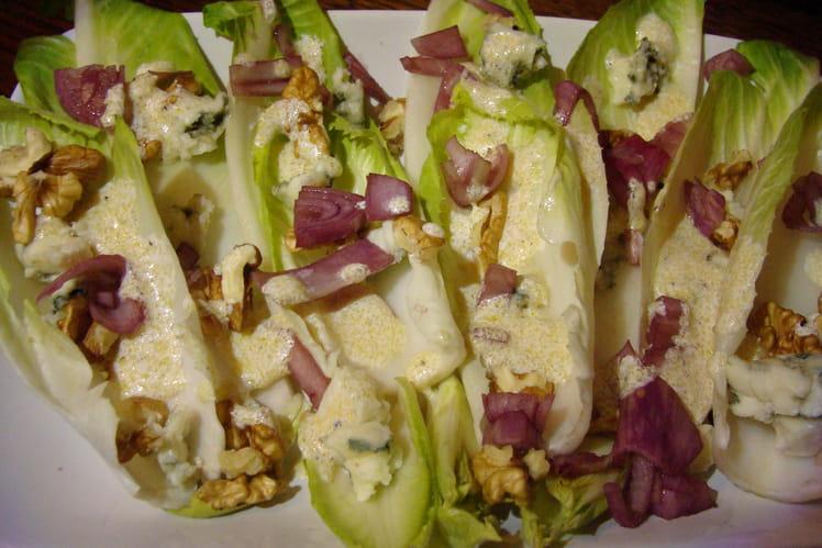 Salades d'endives, roquefort et noix sauce crèmeuse