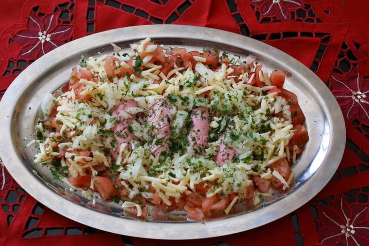 Salade composée tomates, cervelas, gruyère