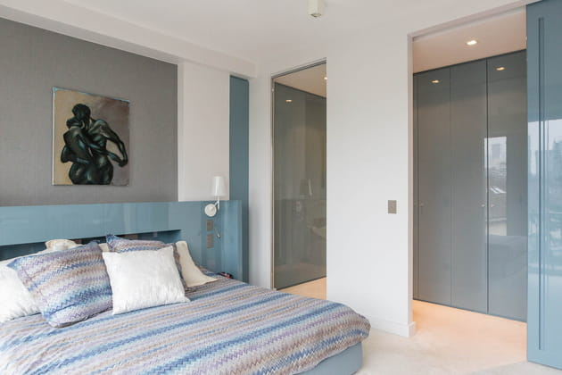 un couloir dressing. Black Bedroom Furniture Sets. Home Design Ideas
