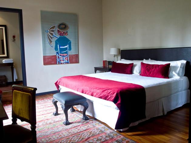 Chambre aux détails rouges