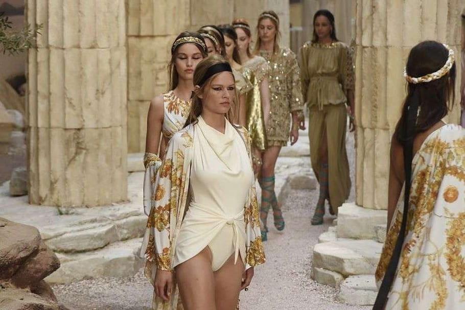 Chanel présente sa collection Croisière 2018en défilé à Paris