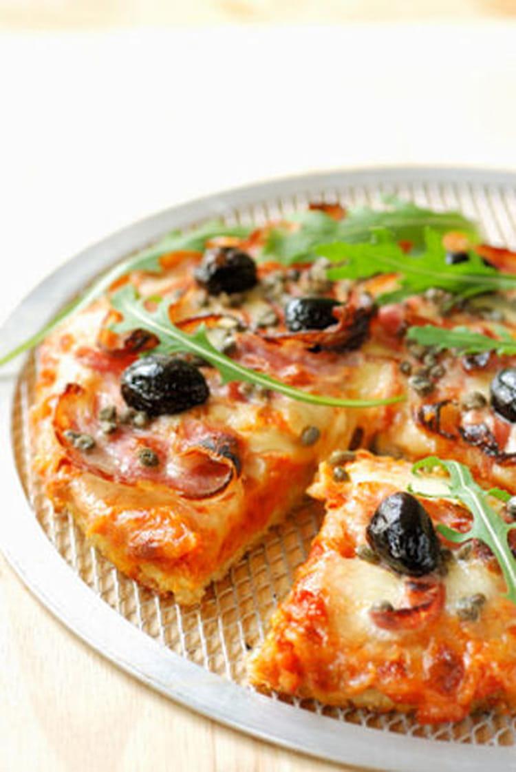 recette de pizza au jambon olives noires et mozzarella. Black Bedroom Furniture Sets. Home Design Ideas