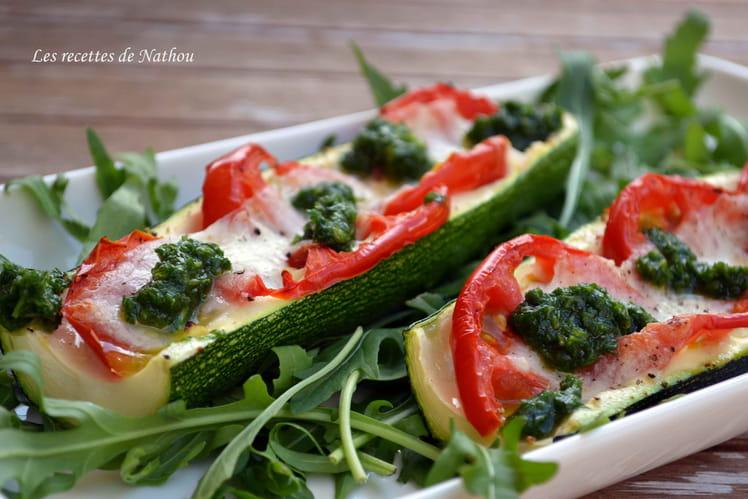 Courgettes gratinées aux tomates et à la mozzarella, pesto de roquette