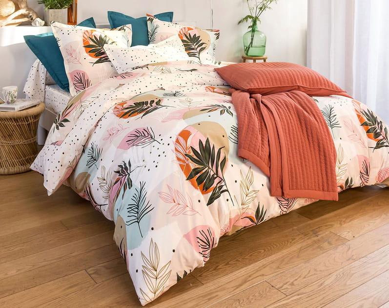 Du linge de lit à motifs colorés