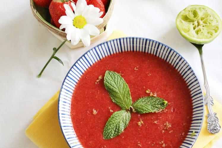 Soupe de fraises à la menthe et citron vert
