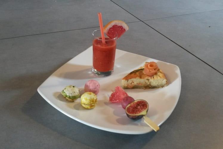 Cheesecake au saumon fumé, macarons de champignons et smoothie tomate-poivron