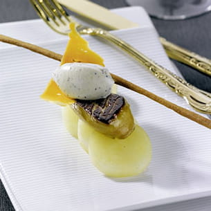 poêlée de foie gras, pommes de terre, mimolette et crème aux truffes