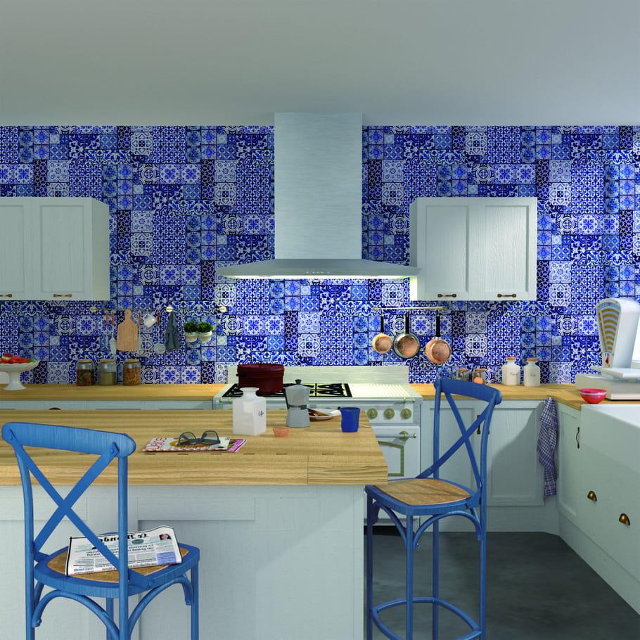 Papier peint intiss lisboa 4 murs du bleu indigo pour for Coller du papier peint intisse
