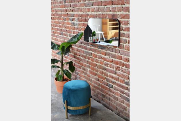 Miroir Dorne par Goliath Dyèvre et pouf Vega par Numéro 111