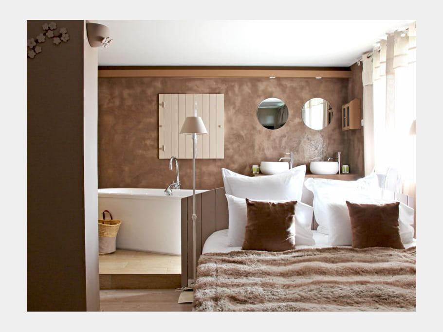 ambiance cocooning comment faire une salle de bains ouverte sur la chambre journal des femmes. Black Bedroom Furniture Sets. Home Design Ideas