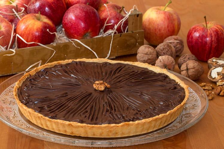 Tarte aux pommes, noix et chocolat