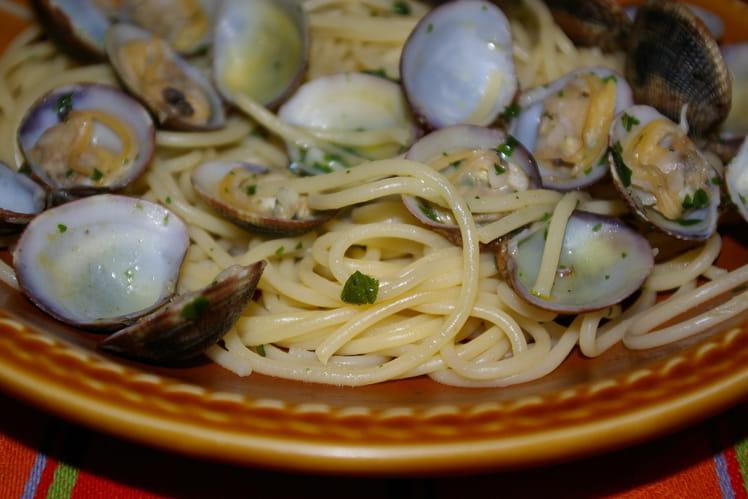 Spaghetti alle vongole (aux palourdes)