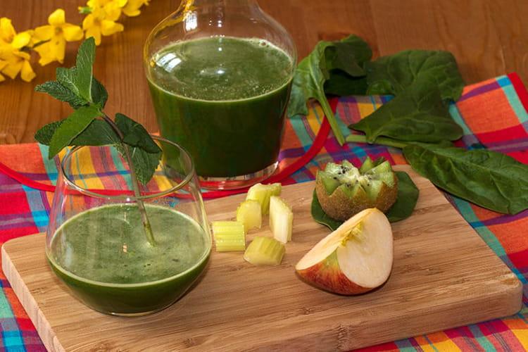 Jus vitaminé, céleri, épinard, menthe, pomme