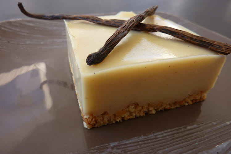 Fondant vanille, biscuits au beurre salé et coeur coulant