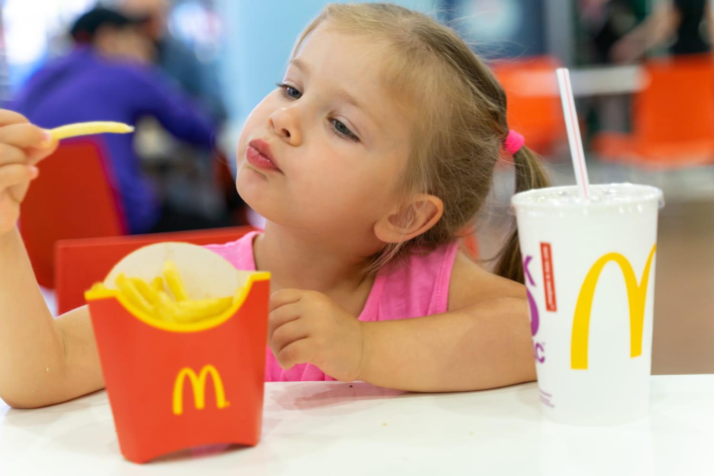 L'UFC accuse McDo d'avoir recours à des enfants influenceurs
