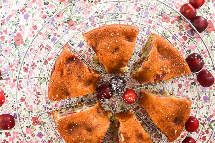 Gâteau moelleux aux cerises et amandes